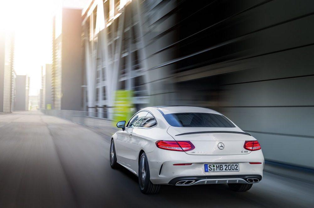 Bajo su capó se esconde un motor 3.0 V6 Biturbo puesto a punto por AMG. Genera una potencia de 367 CV y puede acelerar de 0 a 100 km/h en 4,7 segundos