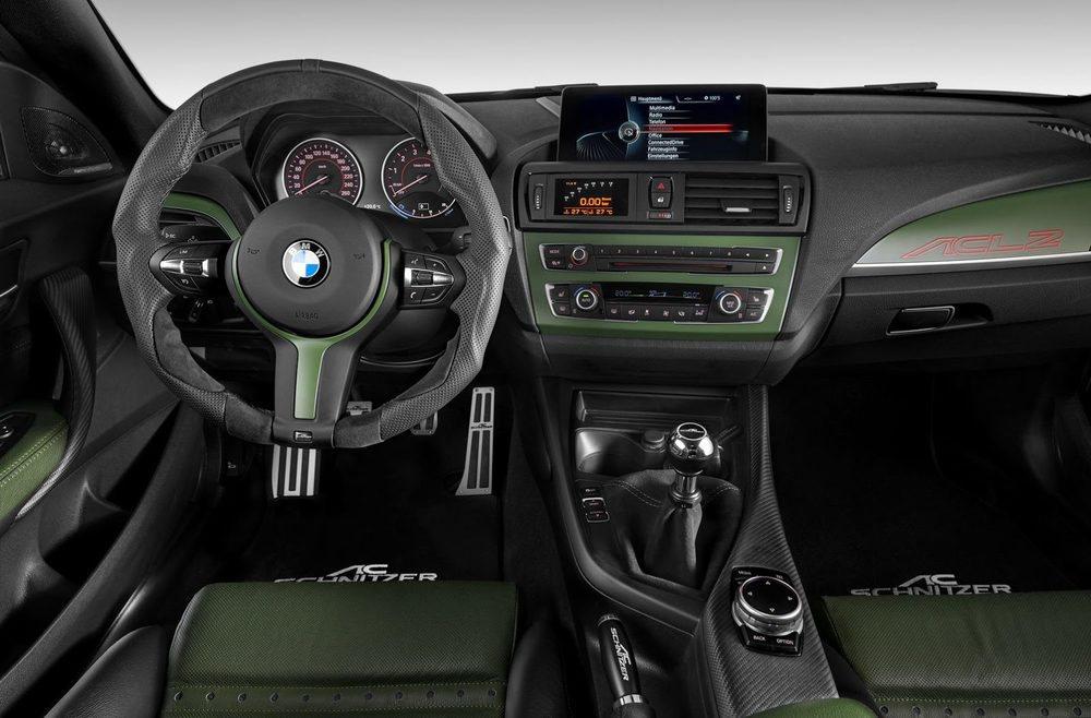 El interior suma unos deportivos asientos de carbono y también un sistema de telemetría con una pantalla en las salidas de ventilación
