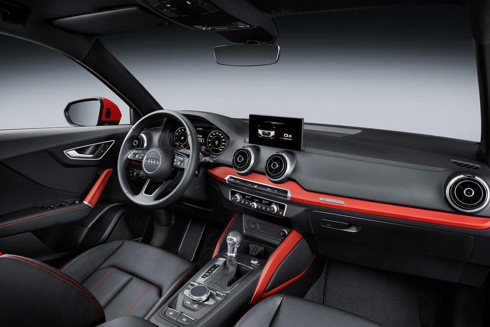 El diseño interior es familiar. Entre sus opciones está el Audi Virtual Cockpit. El diseño interior recuerda profúndamente al Audi A1