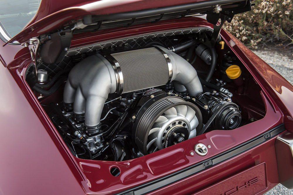 Este motor bóxer ha sido desarrollado por el especialista Cosworth. Tiene 6 cilindros, 4 litros, está refrigerado por aire... Es capaz de proporcionar 390 CV de potencia
