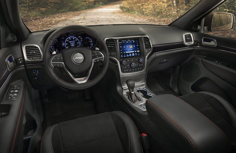 El interior recibe detalles exclusivos como los asientos o los logos