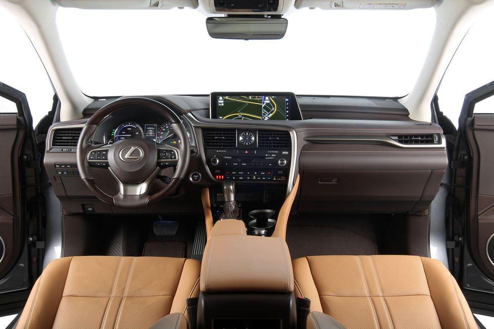 El interior ofrece lujo y calidad a raudales. Y un diseño muy elegante, como buen Lexus.