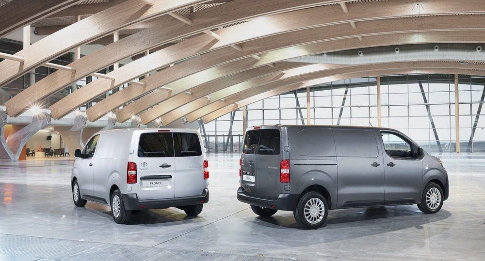 Los nuevos Toyota Proace Van se ofrecerán con tres longitudes diferentes entre 4,6 y 5,3 metros. También hay versiones Combi y Mixta para combinar trabajo y ocio. Hay un total de cinco mecánicas, todas diésel, cuyas potencias oscilan entre los 95 y los 180 CV