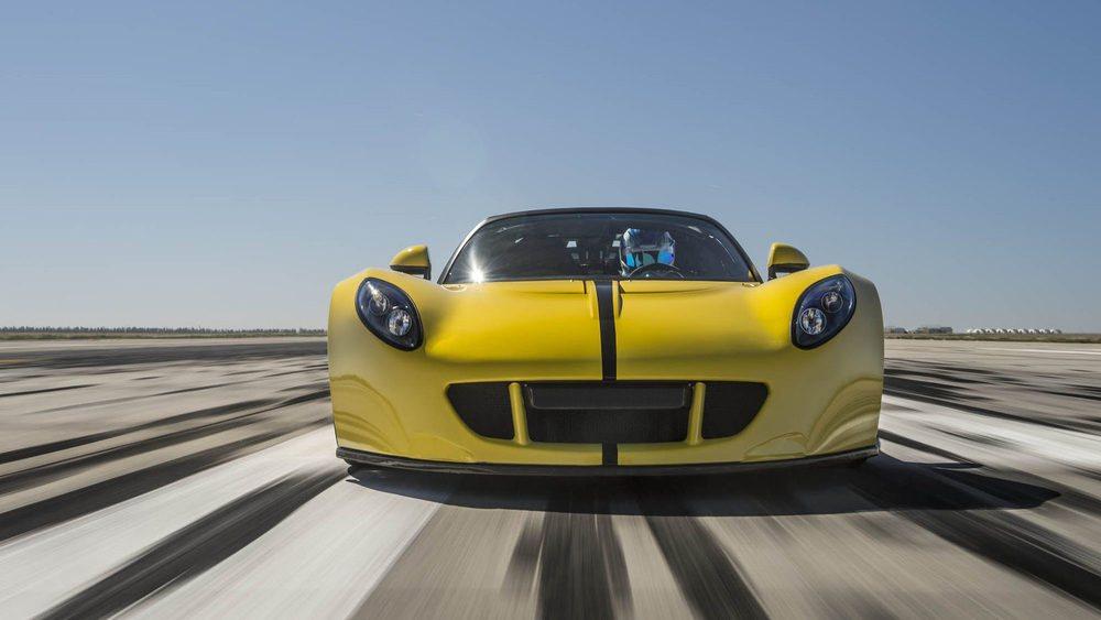 Hennessey Performance cumple 25 años de vida. Para conmemorar este hito y el de contar conen el cabrio más rápido del mundo se fabricarán tres exclusivas unidades de este Venom GT Spyder, las cuales tendrán un precio de 1,3 millones de dólares.