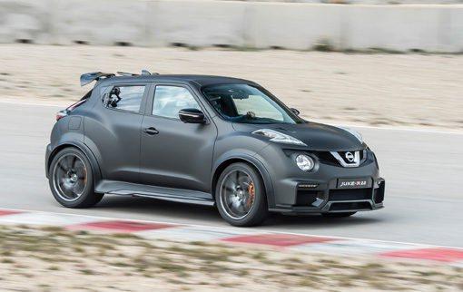 Nissan Juke R 2.0. Dar dos vueltas al circuito de Castelloli con el Juke R 2.0 equivale a dar 500 con el Juke Nismo RS de 218 caballos. Y es que esta fiera dotada del motor del Nissan GT-R, un 3.8 V6 con 600 caballos de potencia, se mueve con la aceleración de un F1 ya que cubre el 0 a 100 km/h en nada más que 3 segundos. Nissan construirá 17 unidades de este ingenio y su precio se acercará a los 800.000 euros.