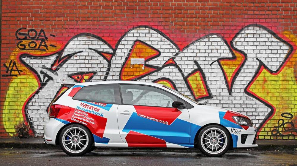 El especialista aleman Wimmer Rennsporttechnick toma la base del singular Volkswagen Polo R WRC, una edición especial lanzada a finales de 2013 para homologar este utilitario para el WRC. Se fabricaron 2.500 unidades y tenía un motor 2.0 TSI con 220 CV, insuficientes para Wimmer.