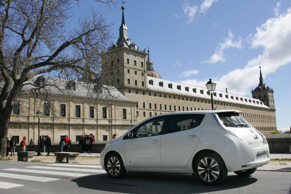 Con los 250 kilómetros de autonomía del Nissan Leaf 30 kWh ya no es una quimera el poder salir de la ciudad en viajes.