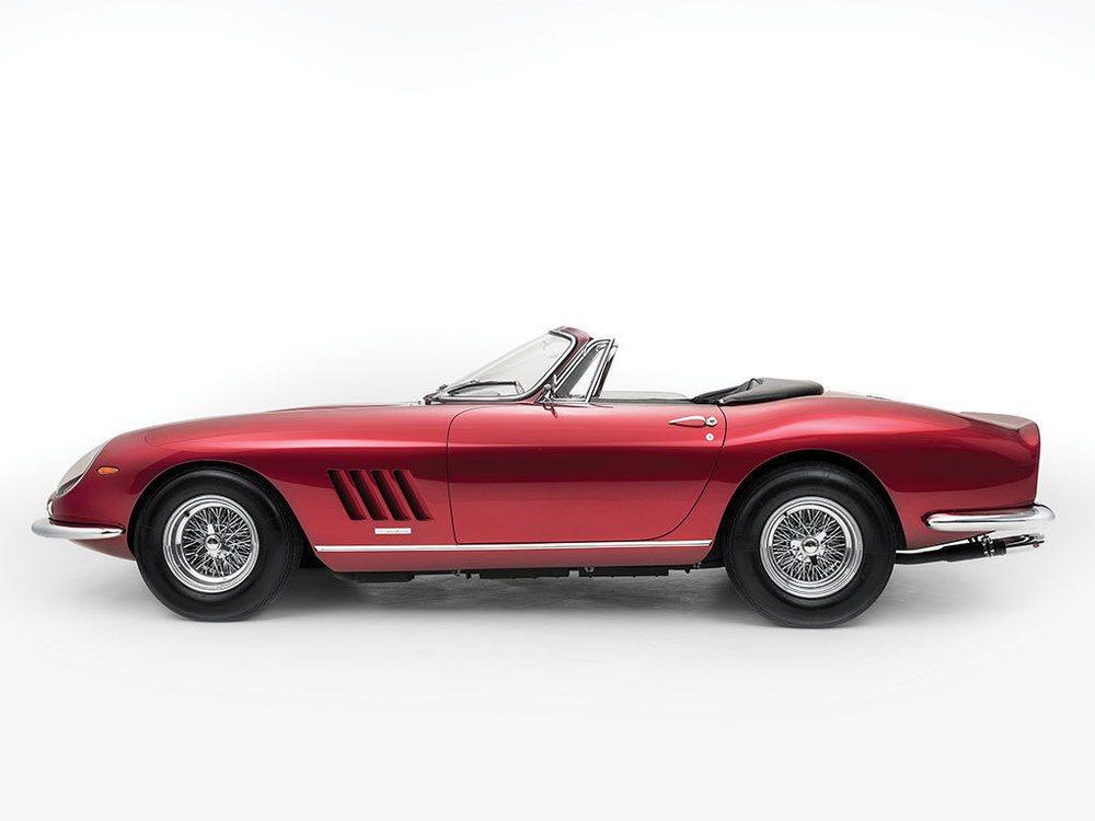 El 14 de mayo RM Sotheby subastará en Mónaco este Ferrari 275 GTB/4 NART Spider, por el que esperan recaudar más de 19 millones de euros. Fue entregado a su primer propitario en febrero de 1968 en Madrid, pues este ejemplar nunca ha salido de Europa en toda su historia.