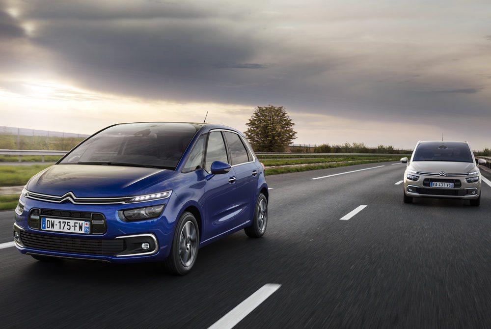 En junio llegan estos actualizados Citroën C4 Picasso y Citroën Grand C4 Picasso. Su frontal se refresca con detalles cromados, pero también estrena llantas, colores exteriores... Detrás todos equiparán unos nuevos pilotos con iluminación LED.