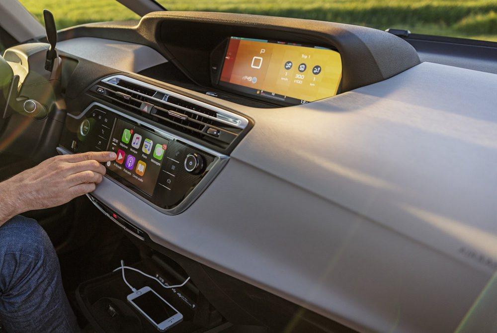 Se han actualizado sus sistemas multimedia, que seguirán controlándose desde esta pantalla táctil de 7 pulgadas y botones digitales, los cuales llevan tiempo adecuarse a ellos. También hay tres diferentes niveles de personalización para su habitáculo, con hasta siete asientos.