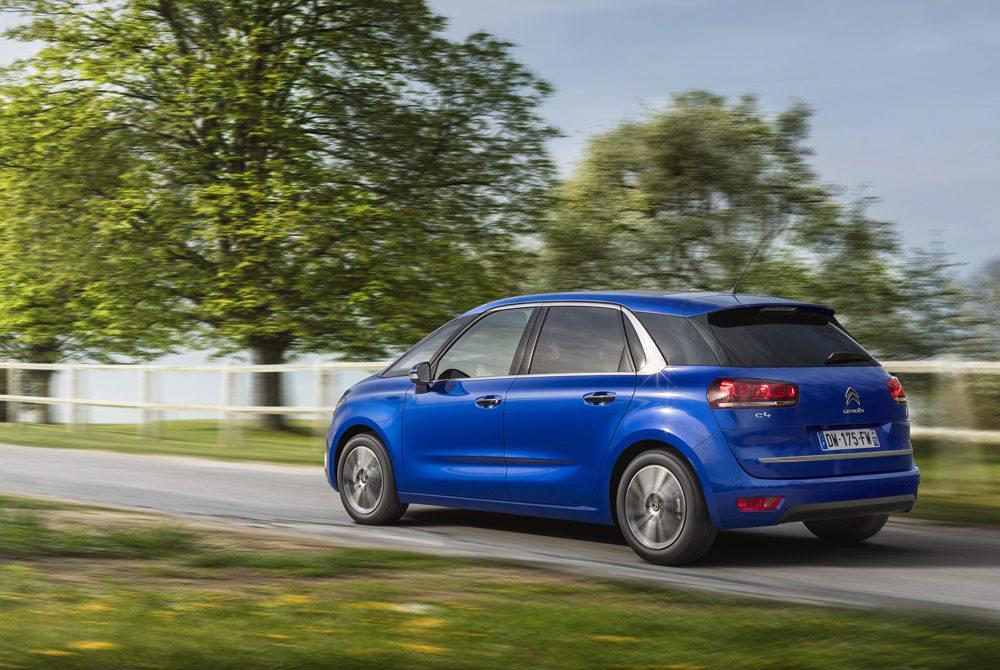 Seis serán las mecánicas disponibles (tres gasolina y tres diésel) de entre 100 y 165 CV de potencia. Una versión muy sensata es la nueva PureTech 130 equipada con cambio automático EAT6, que alcanza una velocidad de 201 km/h y sólo consume 5,1 l/100 km de media.