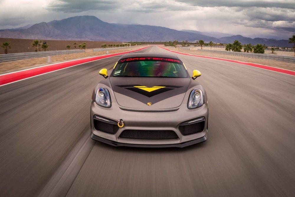 El propulsor 3.8 bóxer de los Porsche 911 Carrera S no se ha tocado y sigue generando una potencia de 385 CV. Gracias a estos nuevos componentes aerodinámico se consigue rebajar el tiempo por vuelta en un segundo en el trazado Thermal Club de California.