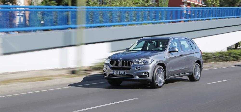 Este imponente crossover genera 313 CV de potencia y por ahora es el modelo i Performance más caro hasta que lleguen los exclusivos BMW 740e, que emplearán esta misma mecánica híbrida plug-in.