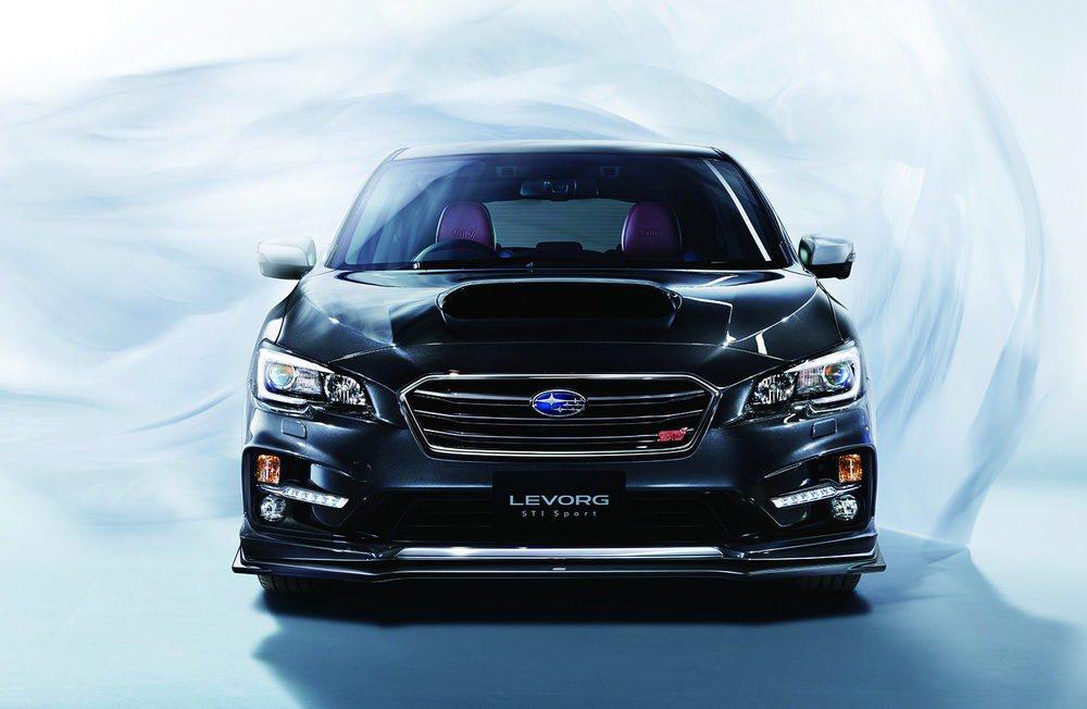 Subaru Tecnica Internacional ha creado nuevos apéndices aerodinámicos para el exterior de estos Levorg STI. También equipan llantas de 18 pulgadas y se podrá elegir motores bóxer con 170 ó 300 CV de potencia, siempre con cambio CVT y tracción AWD.