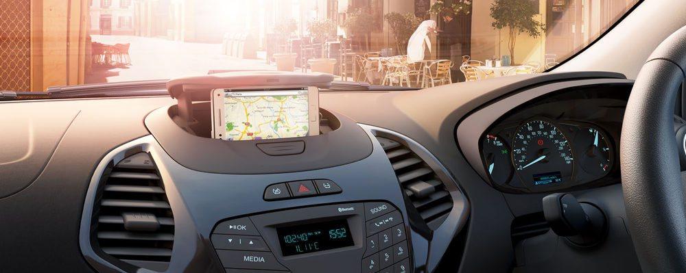 En la versiones más básicas, la tapa del centro del salpicadero está pensada para poder acoplar el smartphone.