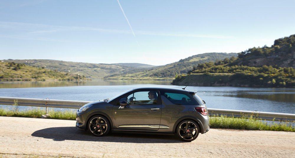 Poder conducir un coche como el DS3 Performance en un tramo cerrado permite que veamos todas las posibilidades de un modelo de espíritu claramente deportivo.