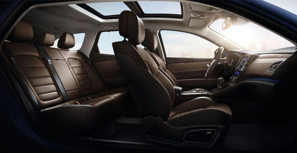 El interior ofrece amplitud, comodidad y unos materiales de alta calidad. Los pasajeros del Talisman Sport Tourer disfrutarán del viaje.