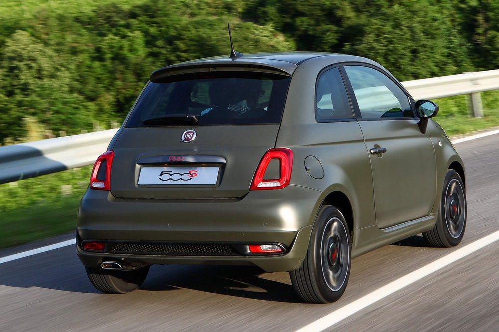 Este tono Verde Alpi, junto al Azul Italia son exclusivos para los 500S. Fiat ofrece estas deportivas versiones con cualquier motor de la gama, excepto el alimentado por GLP. Es decir, sus potencias oscilan entre los 69 y los 105 CV. También se ofrece en los 500C.