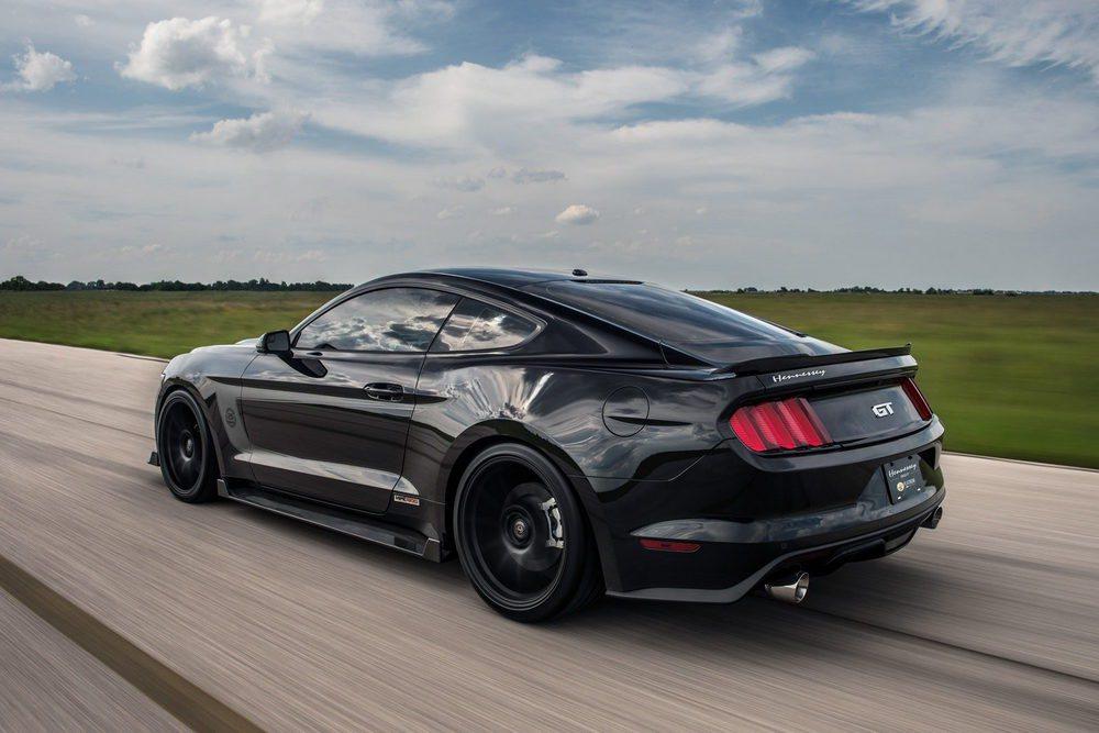 Su corazón 5.0 V8 pasa a tener un compresor, nueva admisión, gestión electrónica, inyectores, escape... Así su potencia escala a 800 CV, de forma que ahora es capaz de alcanzar los 334 km/h de velocidad punta. Suspensión y frenos también se han mejorado.