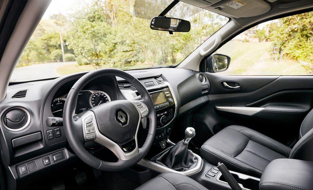 En el interior, el Renault Alaskan ofrece acabados y materiales de gran calidad, sobre todo en las versiones más pensadas para el ocio.