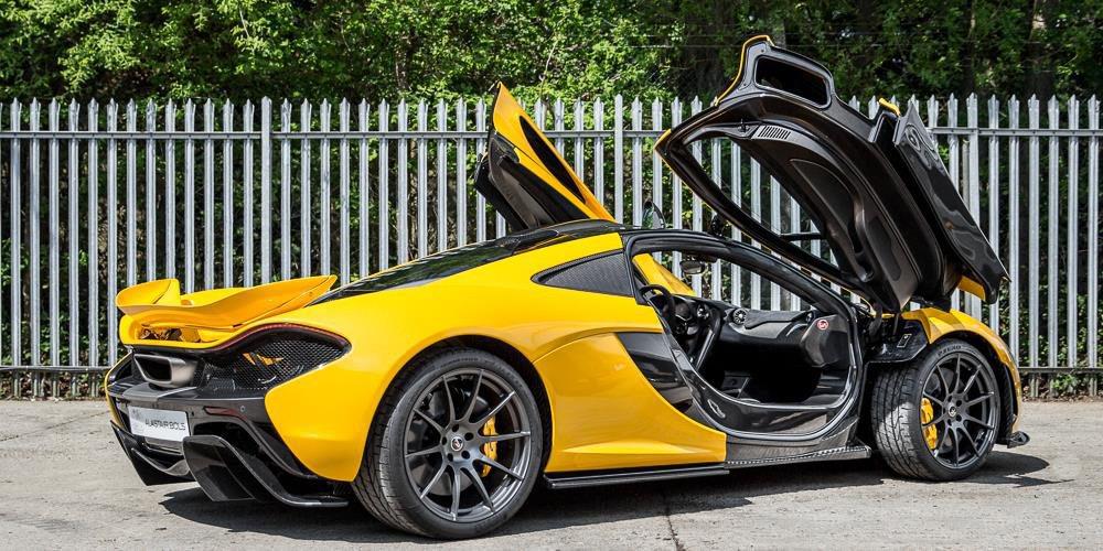 El concesionario Alastair Bolt pone a la venta este McLaren P1, que sólo tiene tres millas recorridas. Se desconoce su precio, pero podría rondar los dos millones de euros.