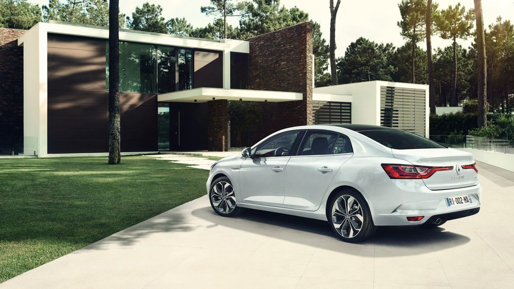 Este nuevo Renault Mégane Sedán reemplaza al Renault Fluence y se venderá en más de 20 mercados, donde no está España. Mide 4,63 metros de largo, lo que son 22 centímetros menos que el Renault Talisman, con el que comparte muchos rasgos estéticos.