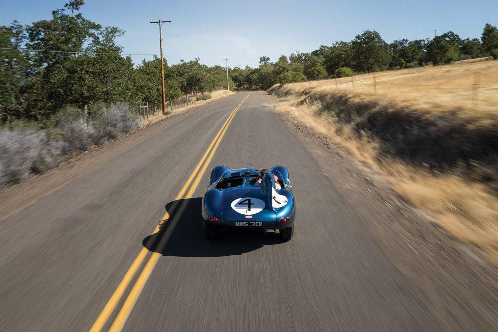 El Jaguar D-Type estuvo en producción entre 1954 y 1957. Se fabricaron sólo 18 unidades de carreras, 53 de calle y 16 ejemplares XKSS. Este con chasis #501 XKD fue el primero que se vendió a un equipo privado, concretamente a la escudería Ecurie Ecosse.
