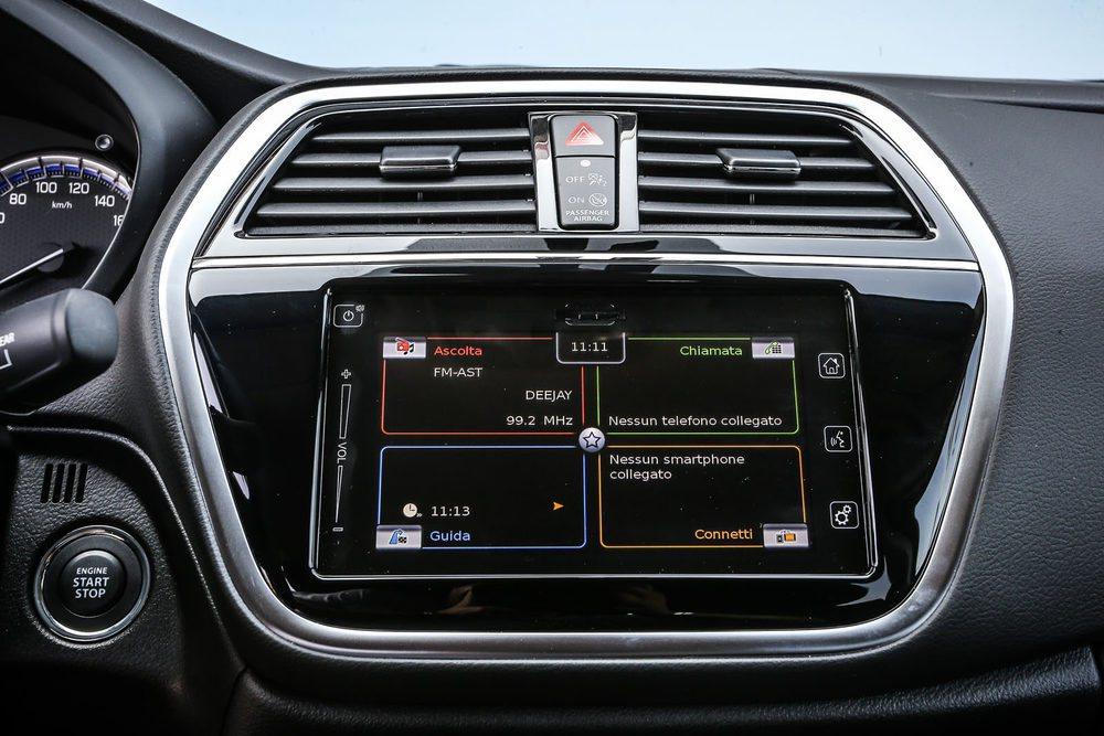 El nuevo Suzuki SX4 S-Cross incorpora un nuevo sistema multimedia con pantalla táctil de 7 pulgadas.
