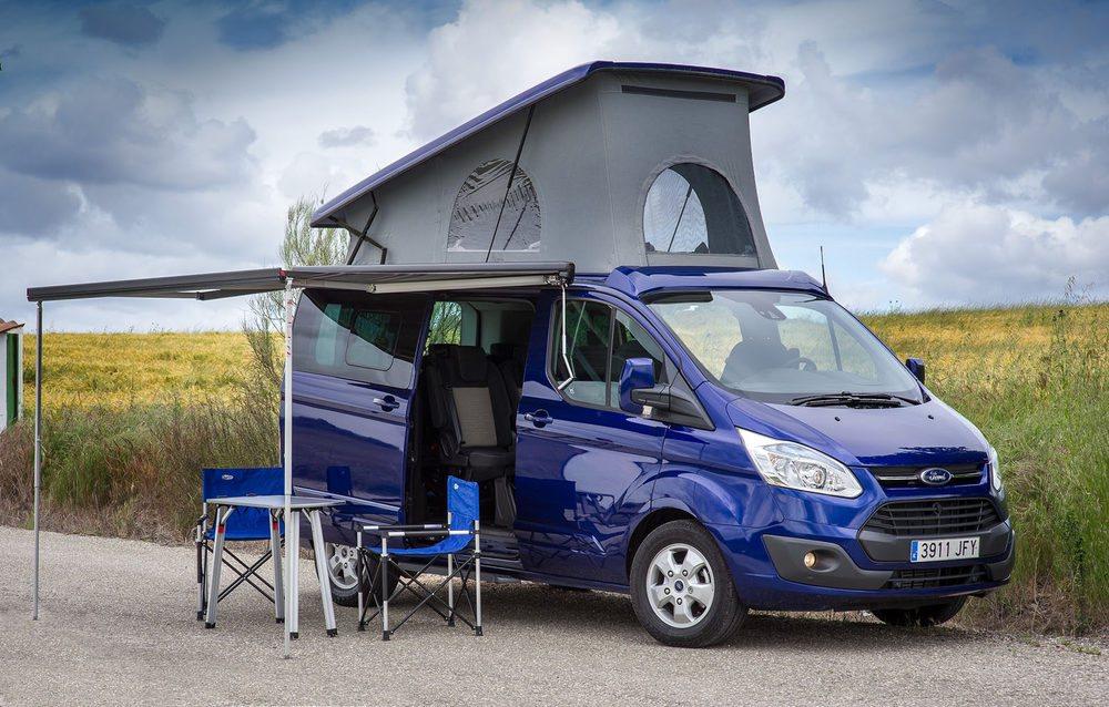 Entre las alternativas, el techo elevable, el asiento cama o las dos.