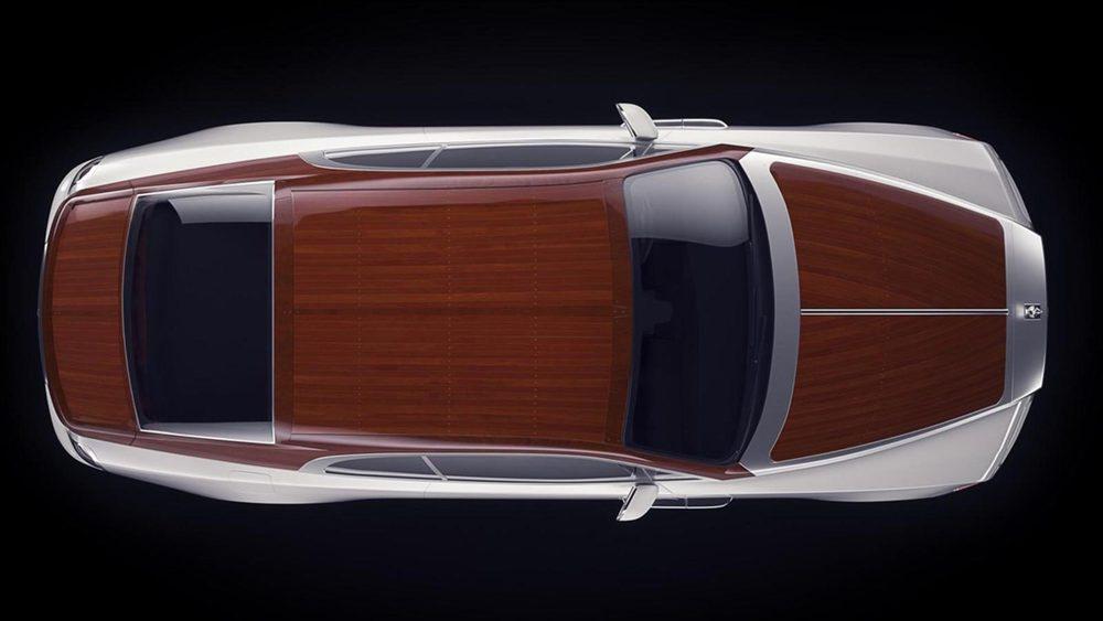 Estos Rolls Royce Wraith Regatta cuentan con capó, techo y tapa de maletero fabricados en madera de caoba, lo que le aporta un aspecto náutico. También presume de detalles en aluminio satinado o de unas llantas donde aparece un trabajo de marquetería.