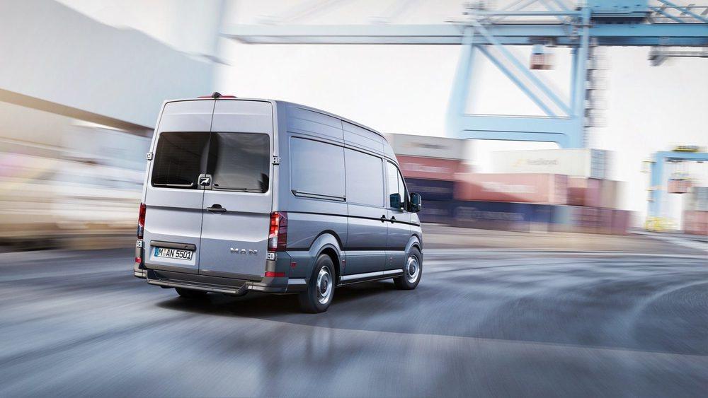 La firma alemana MAN incrementará su oferta de comerciales entre 3,0 y 5,5 toneladas con este TGE, que en realidad es un clon del nuevo Volkswagen Crafter. Contará con un motor 2.0 TDI disponible con 102, 122, 140 y 177 CV de potencia.