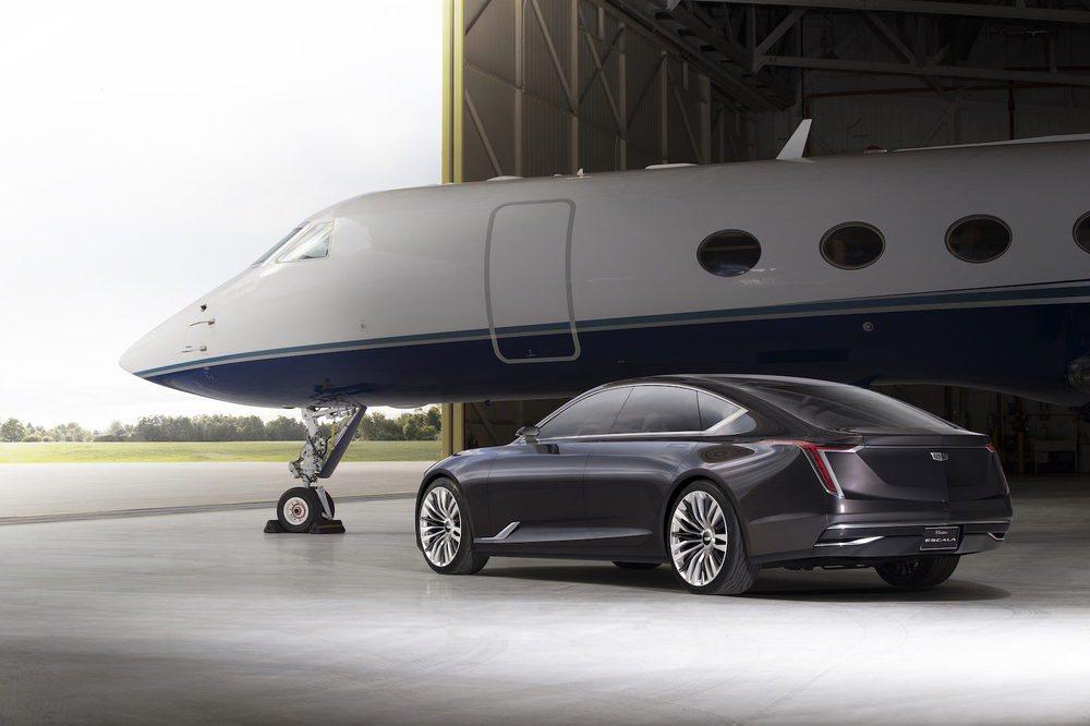 Este nuevo prototipo de Cadillac podría convertirse en el futuro Cadillac CT8. Se trata de una berlina de 5,35 metros de largo, con iluminació OLED, llantas de 22 pulgadas y que esconde un nuevo propulsor 4.2 V8 Biturbo de nuevo desarrollo.
