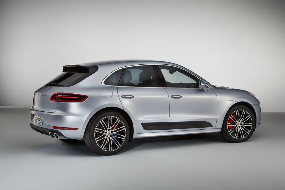 106.012 euros cuesta este deportivo Macan Turbo Performance Pack, una versión cuyo motor 3.6 V6 Biturbo gana 40 CV y 50 Nm. Esta máquina necesita 4,4 segundos para acelerar de 0 a 100 km/h y alcanza 272 km/h. Porsche también ha mejorado la suspensión y los frenos.