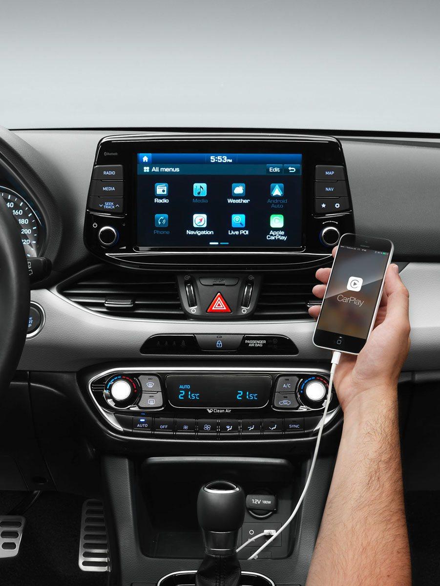 La conectividad está garantizada al contar con sistema Apple CarPlay y Android Auto para sincronizar el smartphone.