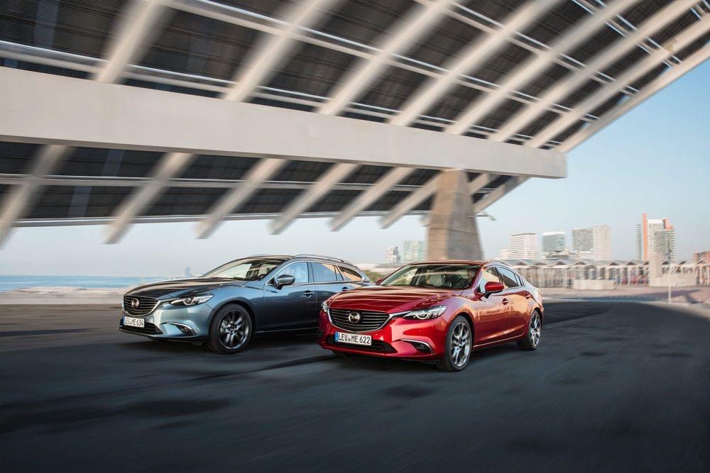 No hay prácticamente cambios estéticos en el diseño exterior. El Mazda6 se sigue ofreciendo con variantes sedán y familiar.