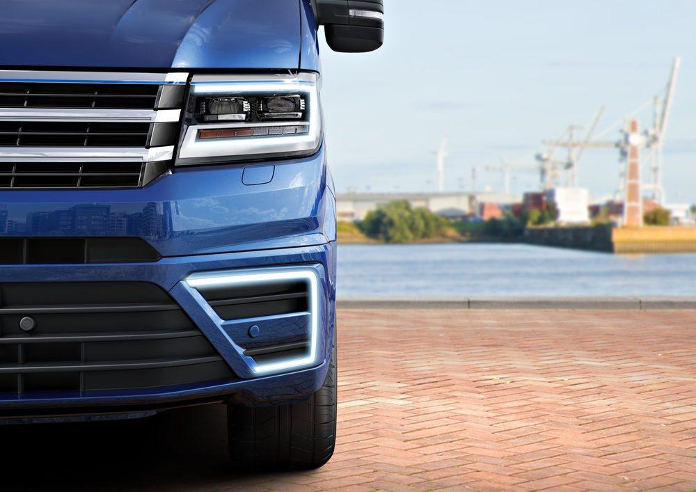 Se han instalado unos nuevos LEDs diurnos, similares a los que monta el Volkswagen e-Golf. El paralelismo estético en los vehículos eléctricos ha sido claramente buscado para definir su segmento