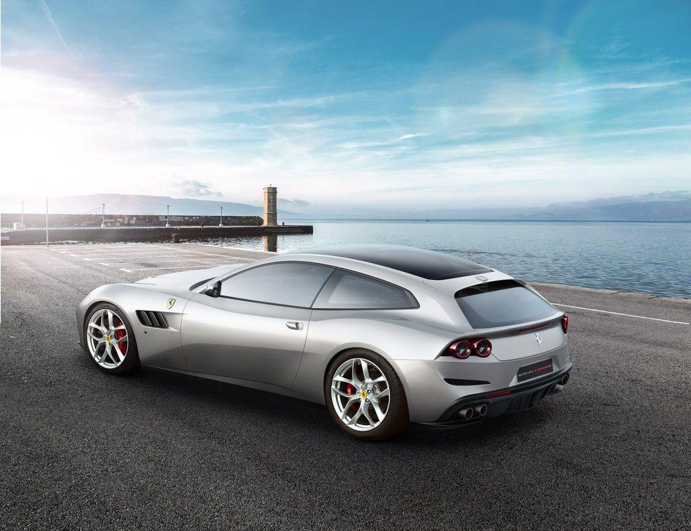 La empresa del Cavallino Rampante se presenta en el Salón de París con una novedad bastante sorprendente: el Ferrari GTC4Lusso T. Una especia de