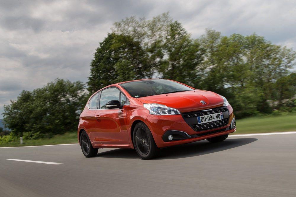 El Peugeot 208 se actualizó con una gama mecánica de lo más eficiente y con un equipamiento de lo más variado pero ¿será suficiente para rivalizar con sus compis de segmento?