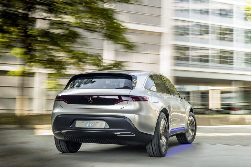 Este prototipo eléctrico presentado en Parísabre el camino para la submarca EQ, especializada en vehículos completamente eléctricos. Tiene una potencia de 300 kW y sus baterías le permiten recorrer hasta 500 kilómetros entre recargas.