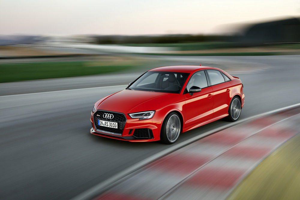 Además de decantarse por una nueva carrocería de tres volúmenes, este Audi RS3 Sedán también estrena el evolucionado 2.5 TFSI, un corazón de cinco cilindros que ahora eroga una potencia de 400 CV. Así, acelera de 0 a 100 km/h en sólo 4,1 segundos.
