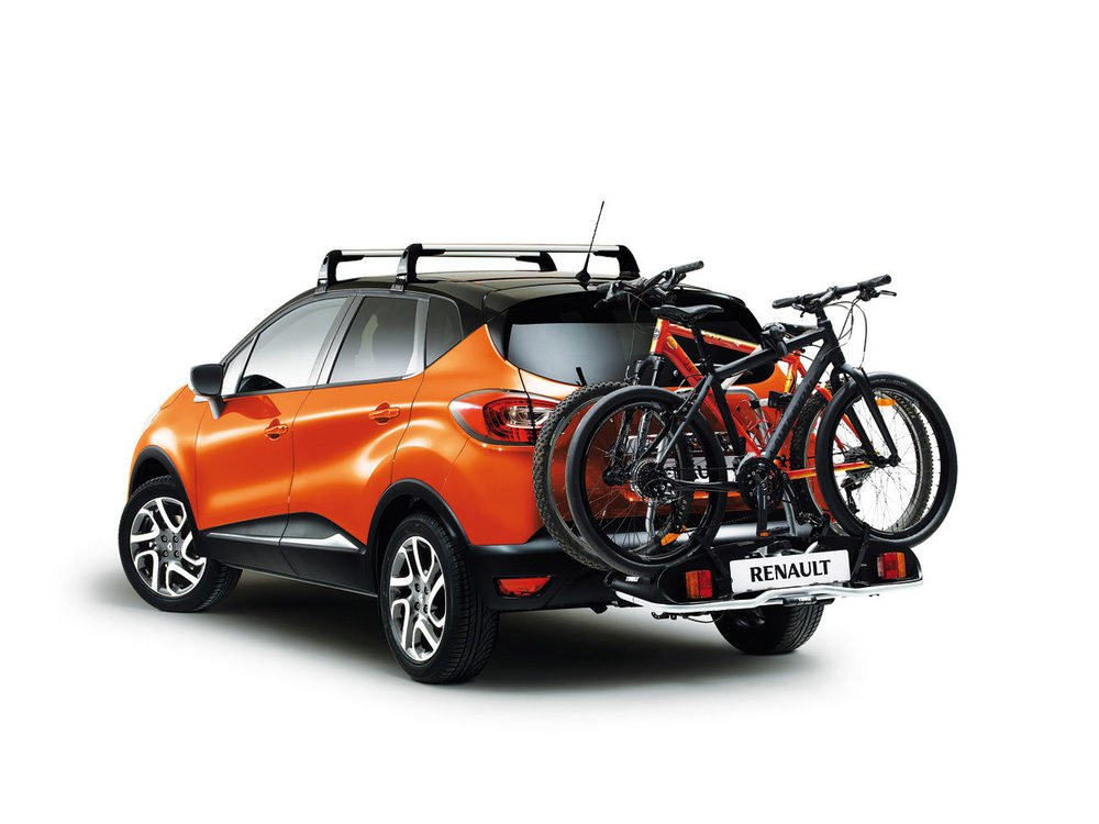 Estilo urbanos y capacidad como vehículo de ocio. El Captur ofrece un portabicicletas trasero para los más activos.