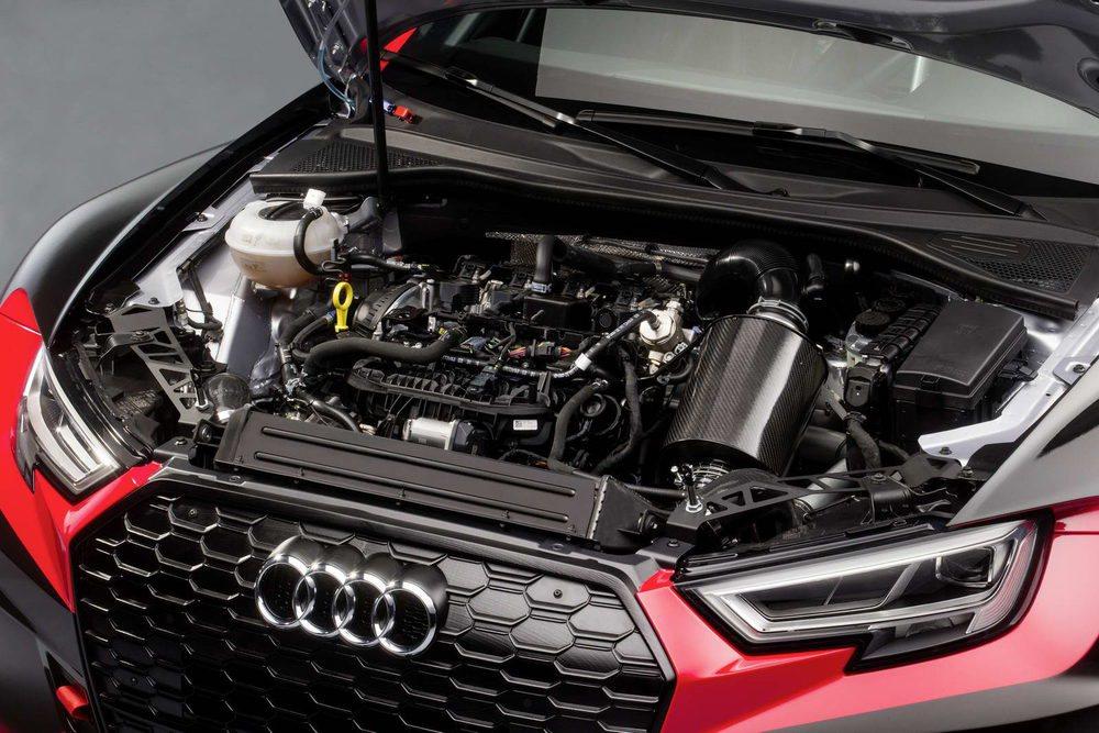 La FIA impone sus normas en el Campeonato TCR, por lo que desaparece el motor 2.5 TFSI de cinco cilindros. En su lugar encontramos un 2.0 TFSI que por normativa debe proporcionar 330 CV de potencia como máximo. Hay versiones con cambio DSG y otras con secuencial.