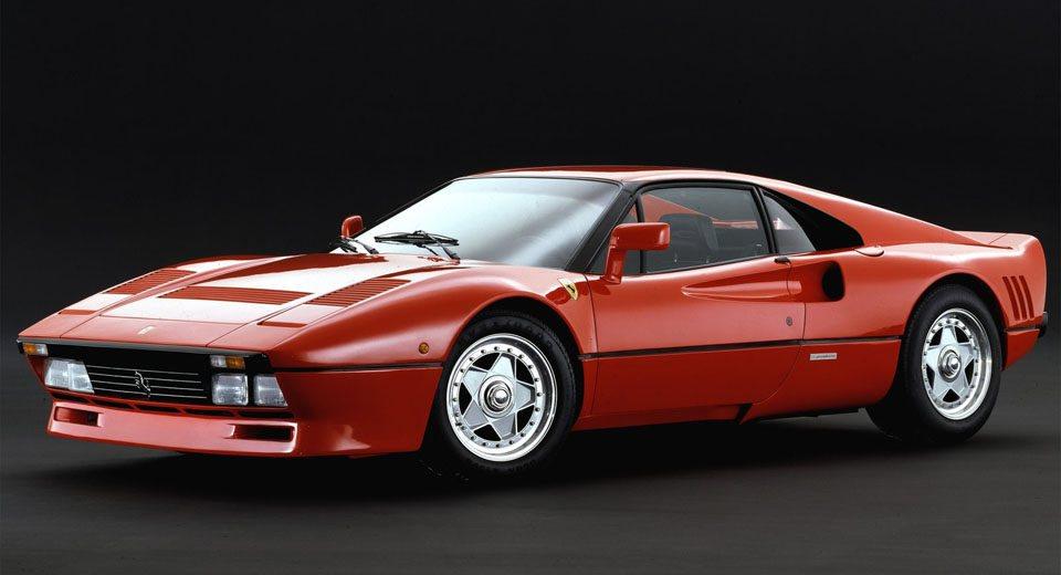 Para competir en el Grupo B, Ferrari se adaptó a la normativa de la FIA y desarrolló este Ferrari 288 GTO, un modelo que es considerado como el primer superdeportivo de calle de la firma italiana. A él le siguen modelos ilustres como el F40, el F50, el Enzo y el LaFerrari.