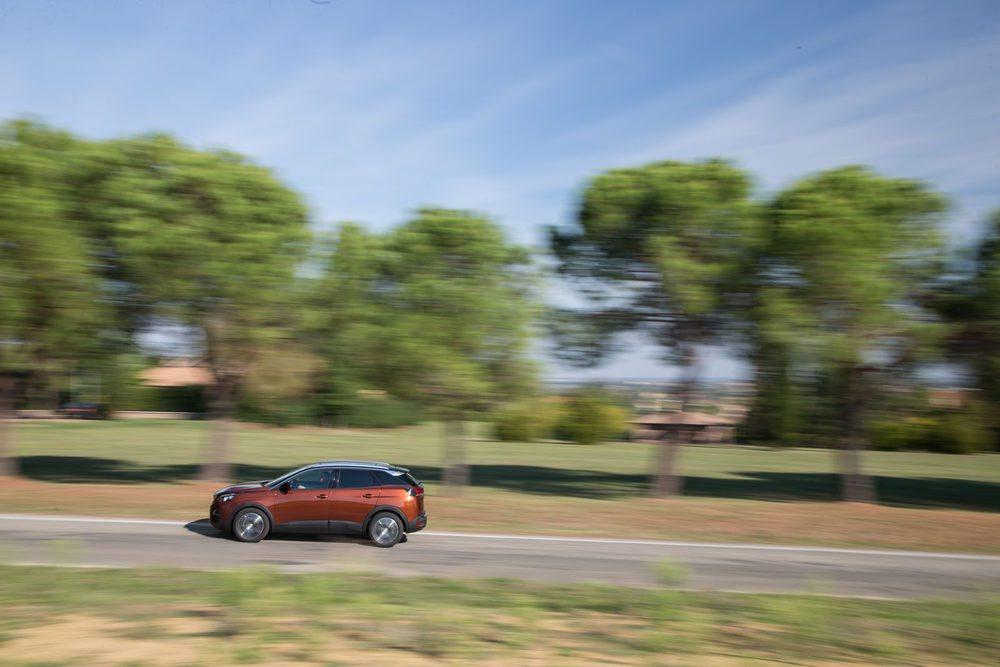 El tope de la gama del Peugeot 3008 combina el motor 2.0 BlueHDIcon el cambio automático EAT6 y el acabado GT.