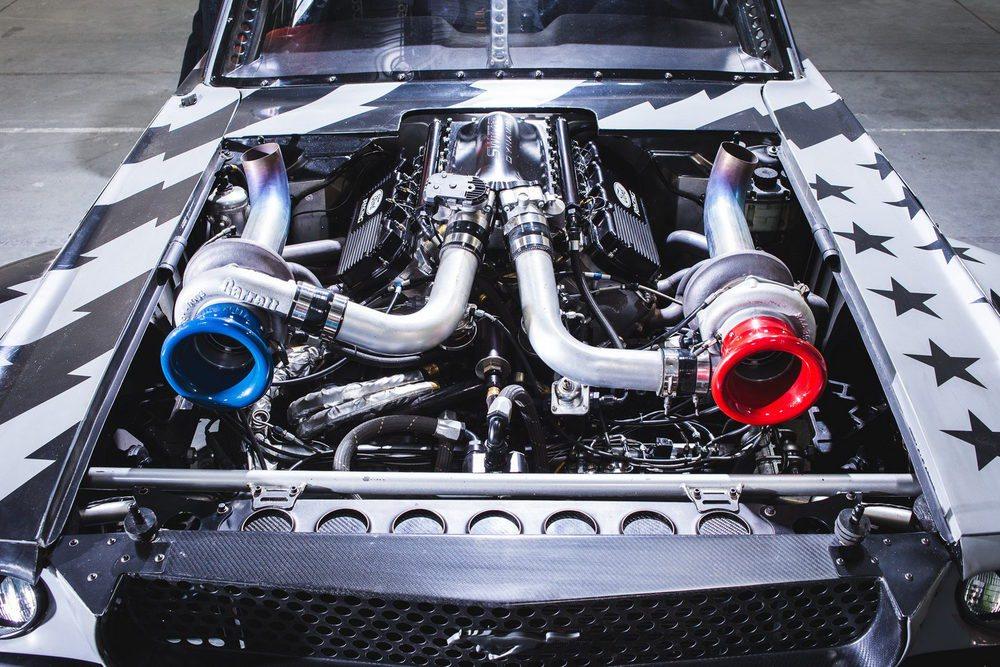 Ken Block ha actualizado su Hoonicorn RTR y lo ha rebautizado como Hoonicorn V2. La principal diferencia reside en la incorporación de dos turbocompresores firmados por Garrett y que elevan la potencia de su 6.7 V8 de los originales 845 CV a nada menos que 1.400.