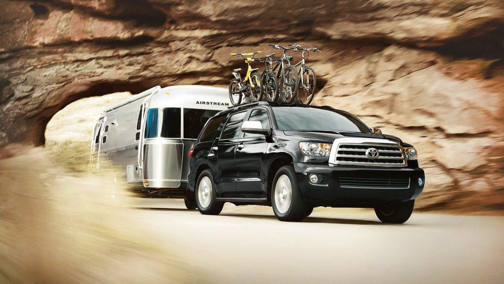 Todos los Toyota Sequoia equipan un motor 5.7 V8 atmosférico y de gasolina que genera 385 CV y 544 Nm. Para alimentarlo se equipa con un depósito con 100 litros de capacidad. Sólo se ofrece con cambio automático, pero hay tracción 2WD y 4WD.