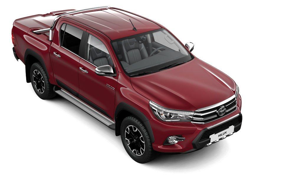 El departamento Toyota Custom ofrece diferentes accesorios originales para los nuevos Hilux, que están a la venta desde el mes de junio. Hay diferentes protecciones para la caja trasera, pero también para los bajos del vehículo, estribos laterales...