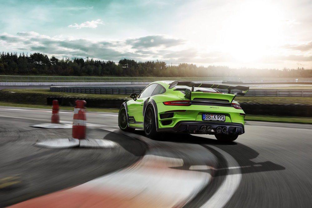 Además de presentar esta salvaje estampa exterior, los chicos de TechArt han ideado nuevas mejoras para sus mecánicas sobrealimentadas. Los 911 Turbo pueden llegar a los 600 CV y los Turbo S a los 640 CV. A comienzos de 2017 llegará un powerkit para llegar a los 720 CV.
