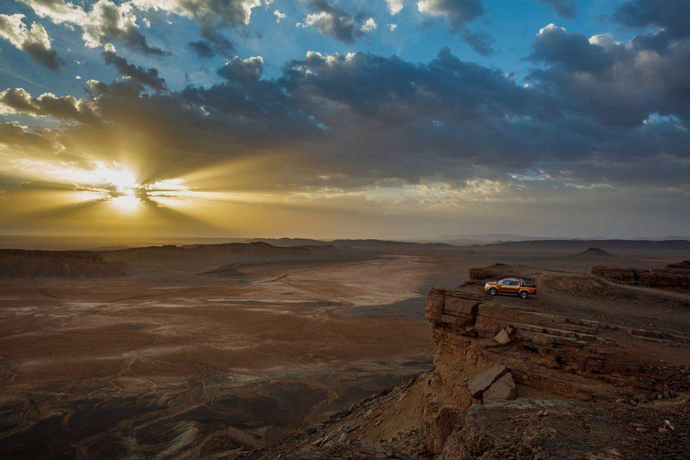 Un mirador sobre un desierto casi infinito. Una de las muchas imágenes inolvidables de una ruta por tierras de Marruecos con el Nissan Navara.