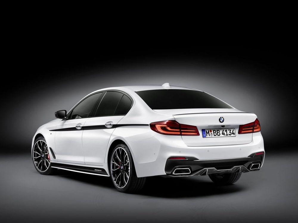 M Performance nos ayuda a ganar deportividad en los nuevos BMW Serie 5 y nos ofrece apéndices aerodinámicos en fibra de carbono, adhesivos e incluso llantas de 20 pulgadas. Hay diferentes sistemas de escape incluso rematados en fibra de carbono.